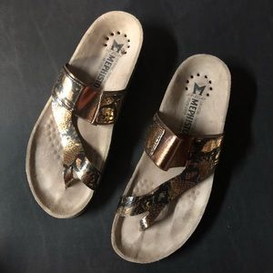 Mephisto sz 39 / 9 US Metallic Snake Print Sandals